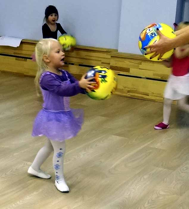 Занятия танцами 3-5 лет в Гармонии Мытищи