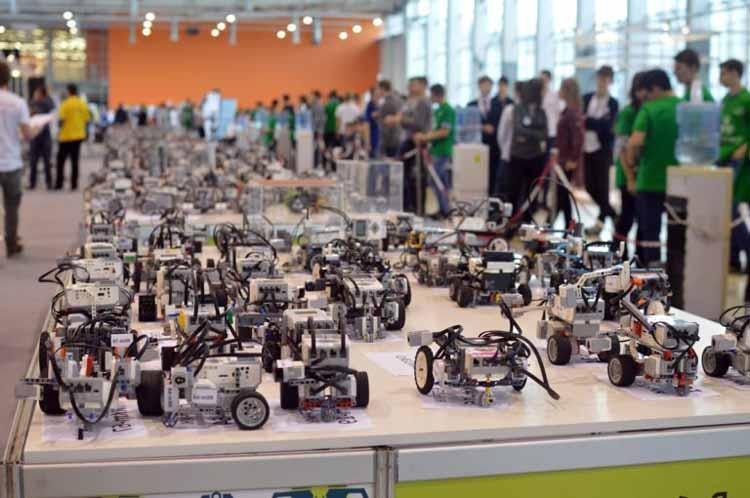 на соревнованиях по робототехнике